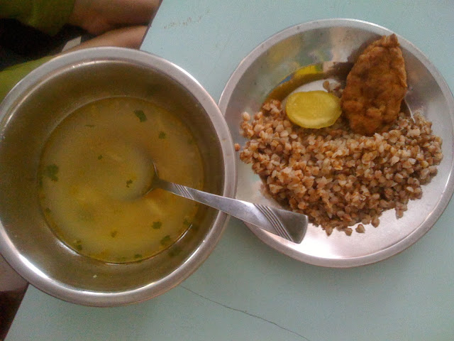 ukraine school lunch01